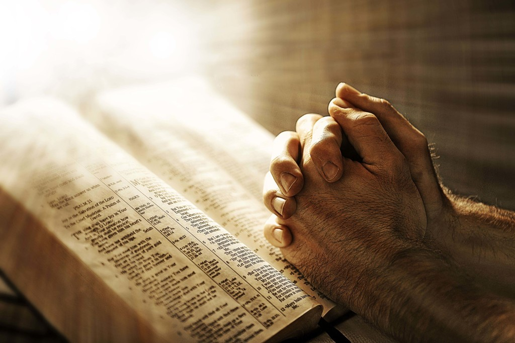 jesus-christ-pray-hand-1024x682